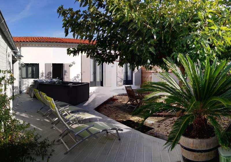 location ile de r maison fontaines avec spa pour 6 personnes 300m tres plage. Black Bedroom Furniture Sets. Home Design Ideas