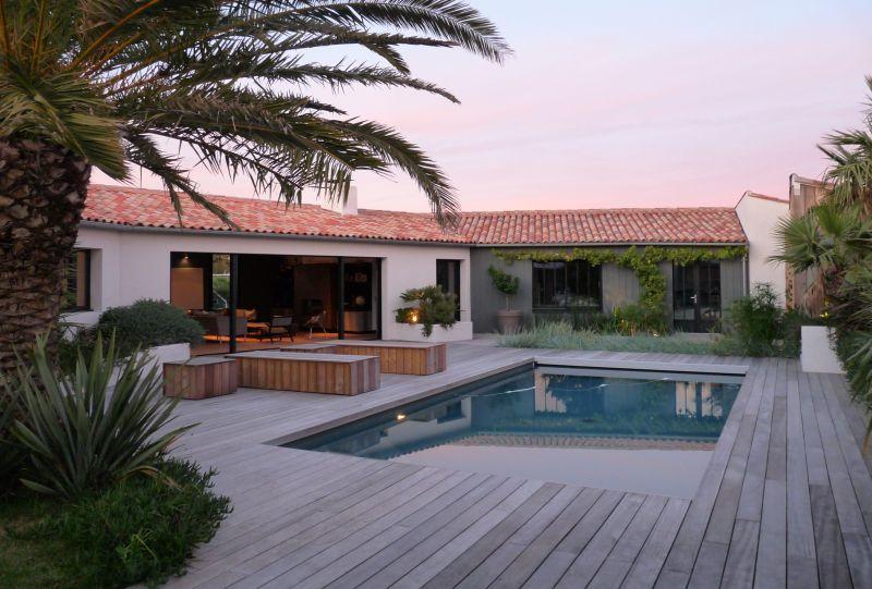 Location ile de r maison luminueuse avec piscine sauna for Piscine venelle